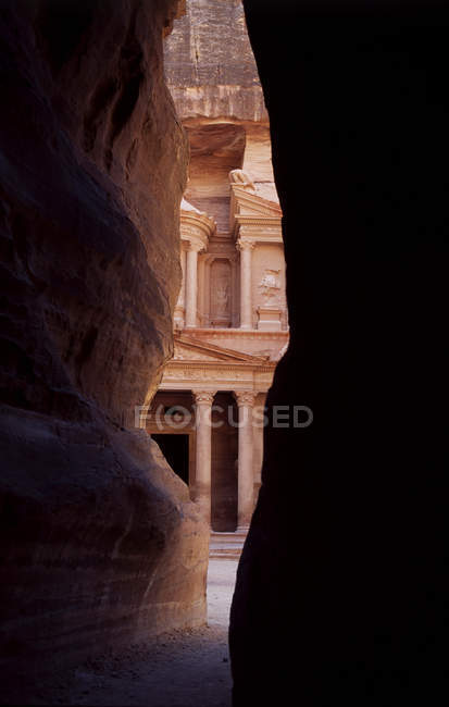 The entrance to the iconic ruins at Petra, Jordan — Stock Photo