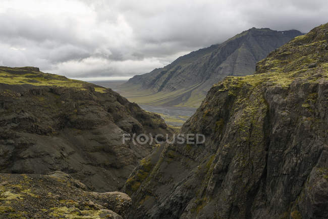 Mountain landscape under cloudy sky — Stock Photo