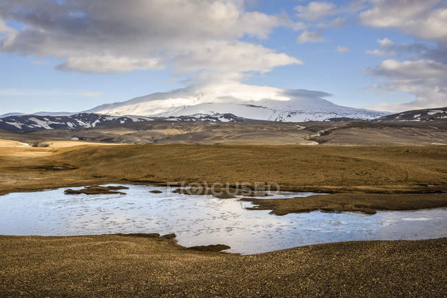 Mountain landscape view under cloudy sky — Stock Photo