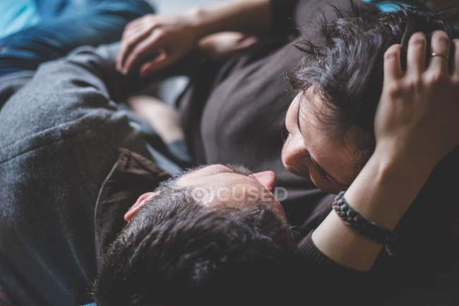 Couple embracing, face to face, overhead view — Stock Photo