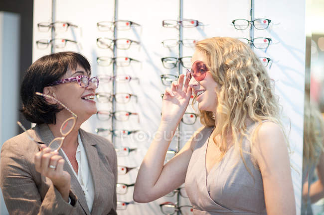 Two women trying on eyeglasses — Stock Photo