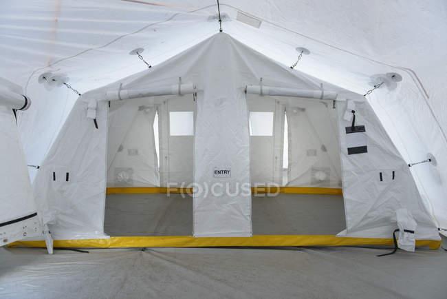 Внутренний вид команды аварийного реагирования управления палатка — стоковое фото
