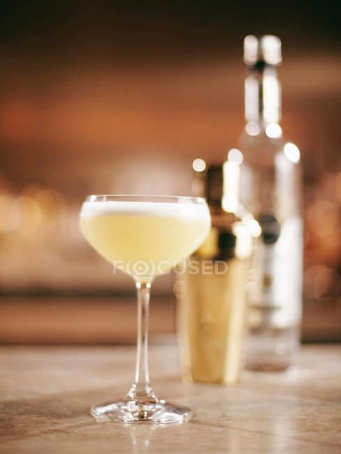 Glas fruchtigen cocktail — Stockfoto
