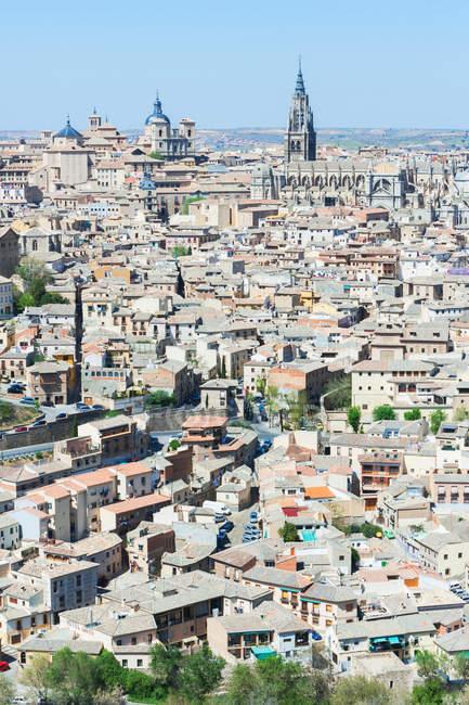 Vista aérea da bela paisagem urbana de Toledo e céu azul, Espanha — Fotografia de Stock