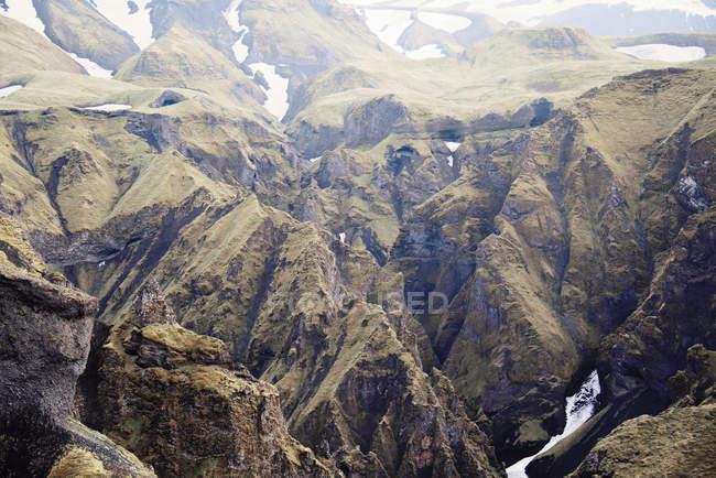 Замороженные потоков на склонах горы — стоковое фото