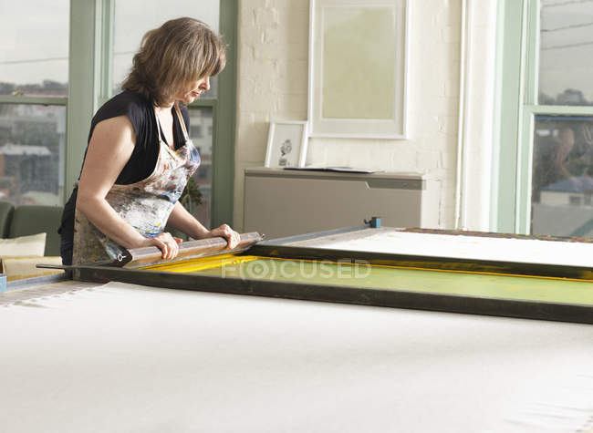 Woman hand-printing textile in workshop — Stock Photo