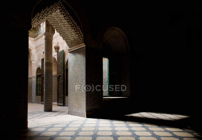 Inside view of carved archway of ornate building — Stock Photo