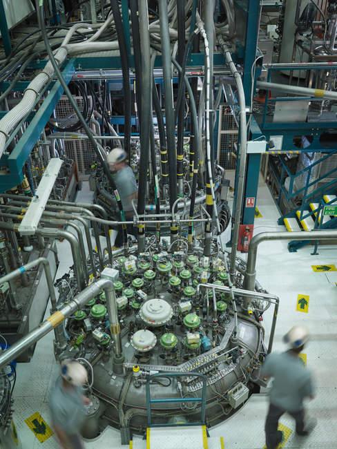 Reattore a fusione Scienziati sul lavoro — Foto stock