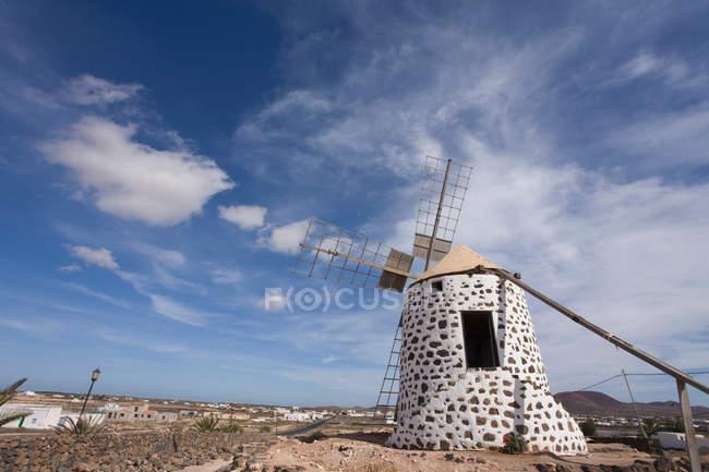 Традиционная ветряная мельница, Lajares, Фуэртевентура, Канарские острова, Испания — стоковое фото