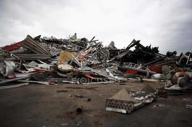 Vue sur les ordures, métal sur le site de recyclage — Photo de stock