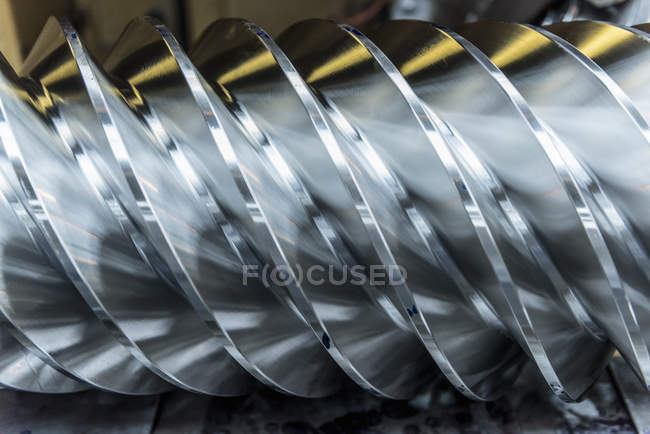 Steel worm drive gear in engineering factory, close up — Stock Photo