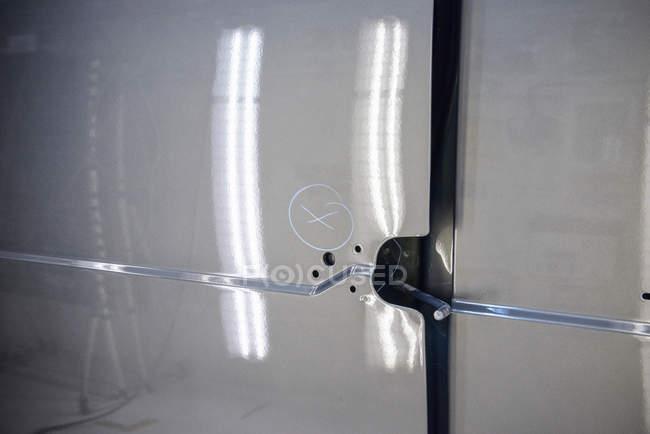 Marcatore sul veicolo che indica guasto della vernice — Foto stock