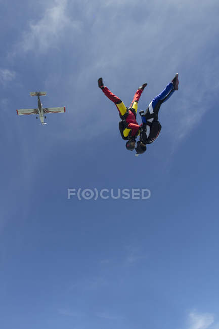 Team of two female skydivers in head down position over Buttwil, Luzern, Switzerland — Foto stock