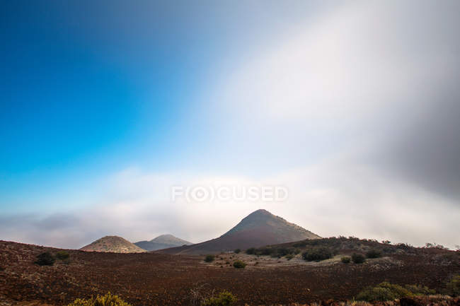 Landscape with mountains and cloudy sky — Stock Photo