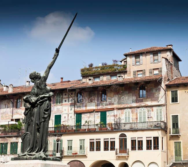 Ornate statue in town square — Stock Photo