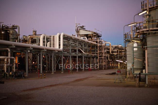 Vue d'ensemble des infrastructures de raffinerie de pétrole — Photo de stock