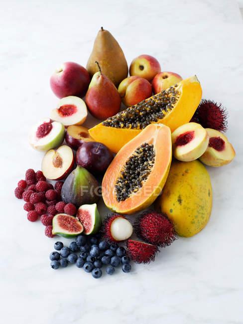 Свіжі стиглі смачні фрукти — стокове фото