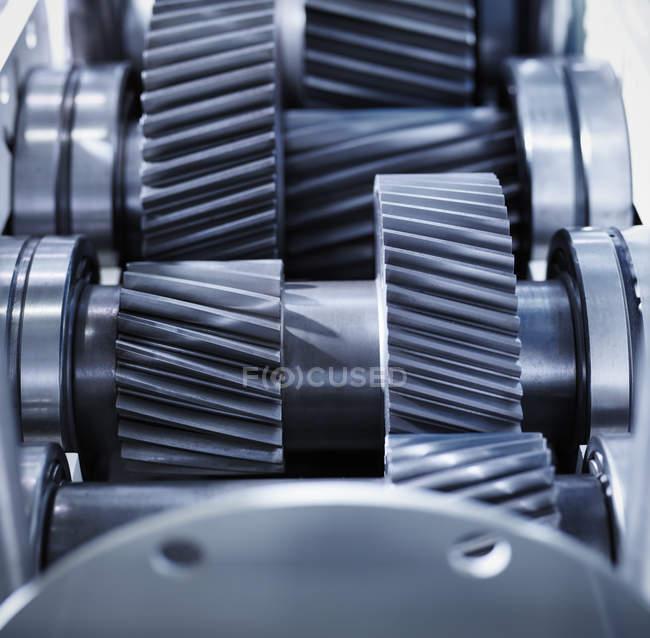 Закрытие передач в промышленной коробке передач — стоковое фото