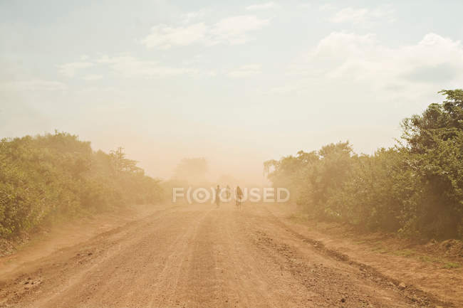 People riding bicycles on dirt path — Stock Photo