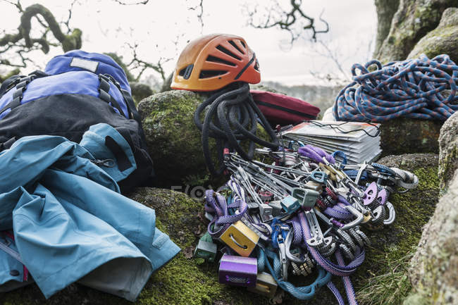 Close-up view of climbing equipment and helmet on rocks — Stock Photo