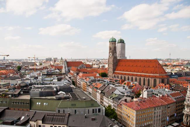 Frauenkirche und Stadtbild von München — Stockfoto