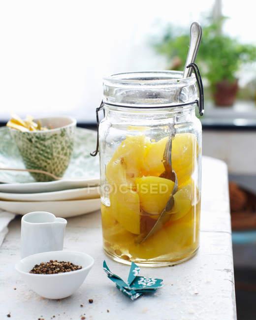 Vaso di frutta in conserva — Foto stock