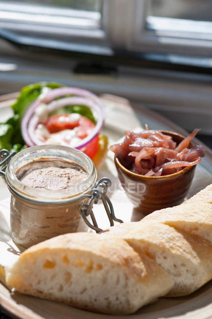 Plate of bread and pate — Stock Photo