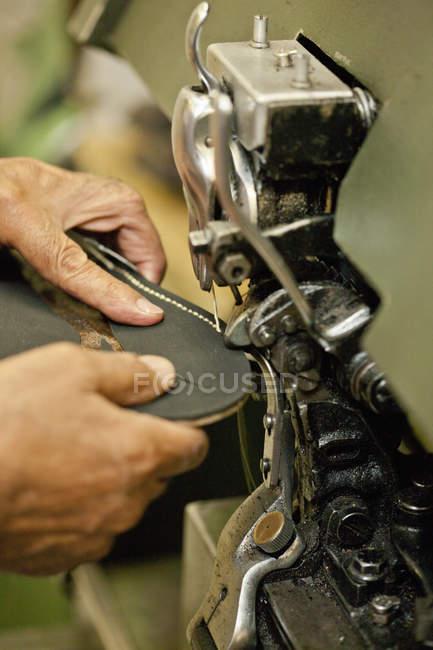 Semelle de couture Cobbler de bottes — Photo de stock