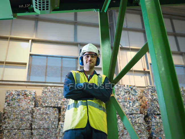 Worker In Recycle Plant — Stock Photo