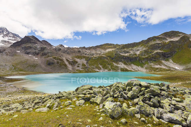 Scenic view of Mountain range, Davos, Graubunden, Switzerland — Stock Photo