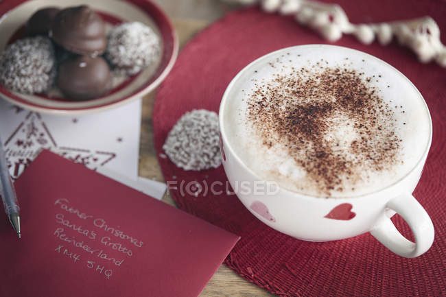 Café, carte d'Invitation et enduit de noix de coco chocolat — Photo de stock