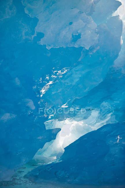 Vista aérea del hermoso fiordo, majestuoso paisaje tranquilo - foto de stock