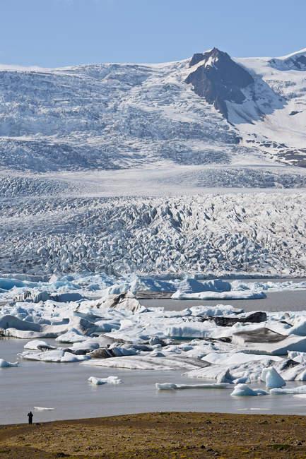 Iceberg che galleggiano nella laguna di Fjallsarlon, Skaftafell, Islanda — Foto stock