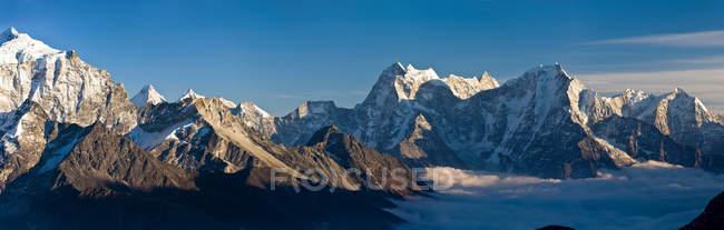 La vallée et les sommets des montagnes Rocheuses — Photo de stock