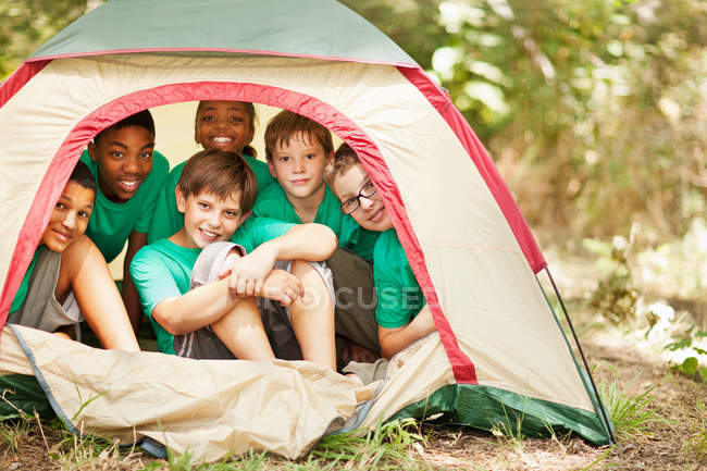 Students sitting in camp tent — Foto stock