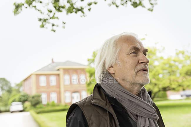 Senior man wearing scarf looking away — Stock Photo