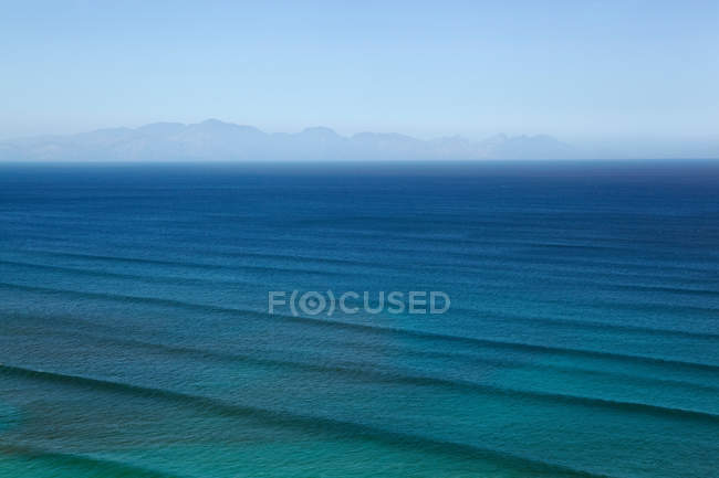 Waves rippling on ocean waters — Stock Photo