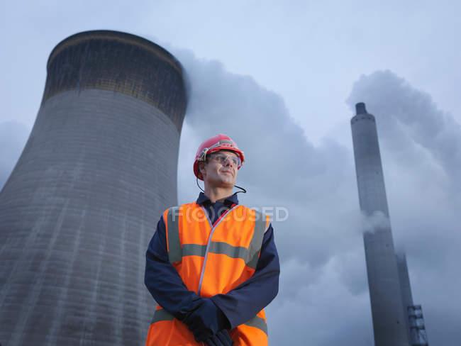 Trabajador con carbón despedido Powerstation - foto de stock
