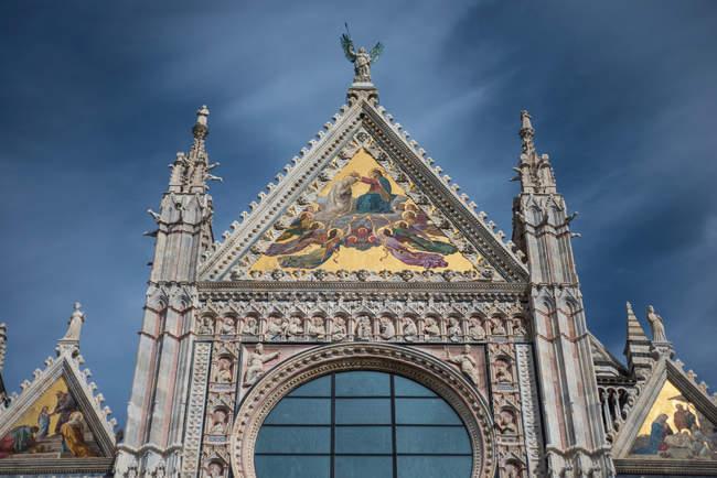 Tallas ornamentales en la Catedral de Siena - foto de stock