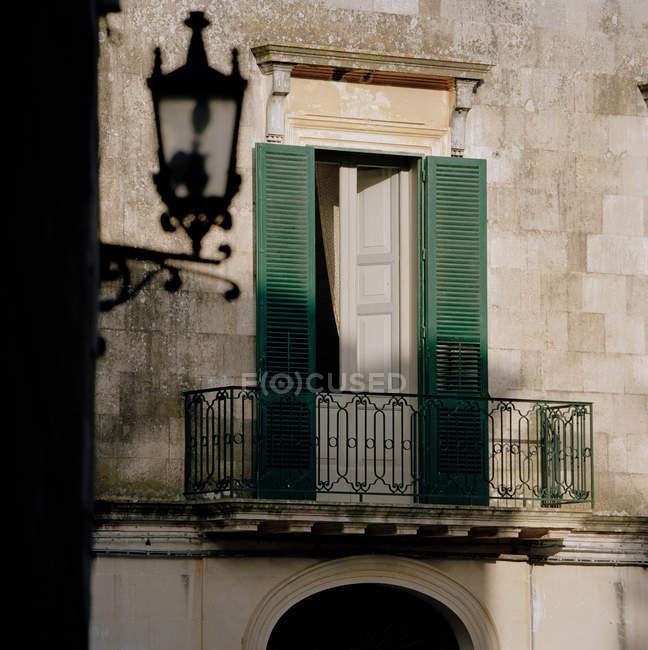 Traditional shuttered window in Puglia — Stock Photo