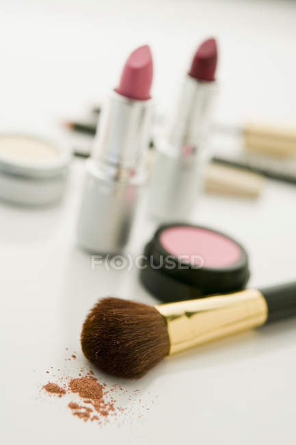 Closeup shot of make up with blush and brush — Stock Photo
