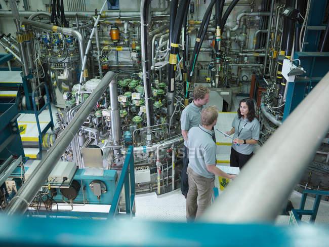 Cientistas do Reator de Fusão no Trabalho — Fotografia de Stock