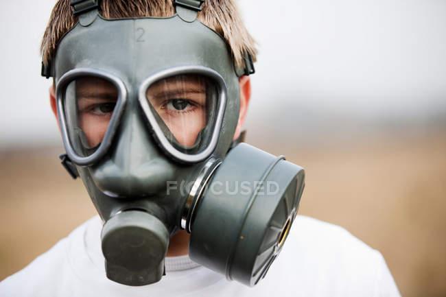 Junge mit Gasmaske, selektiver Fokus — Stockfoto