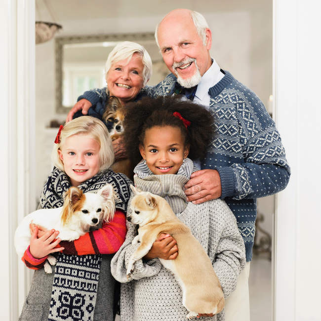 Family posing for Christmas picture — Stock Photo