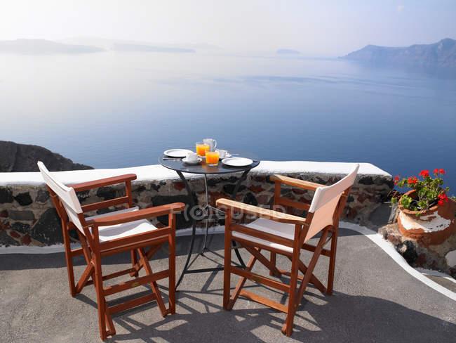 Petit déjeuner avec vue sur la mer — Photo de stock