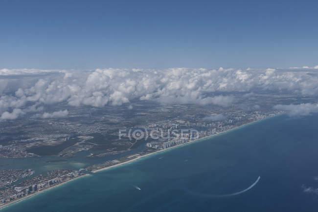 Vista aerea di Miami Beach, sulla sinistra Bal Harbor e il giusto Haulover Beach, Florida, Stati Uniti — Foto stock