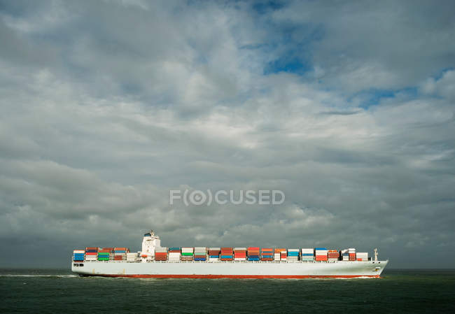 Container ship in Rotterdam harbor — Stock Photo