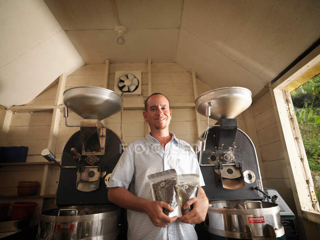 Coffee Worker With Packaged Coffee Beans — Stock Photo