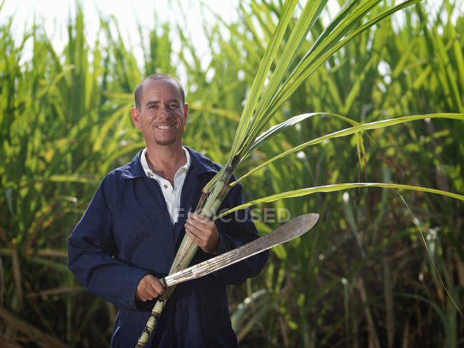 Worker With Sugar Cane And Machete — Stock Photo