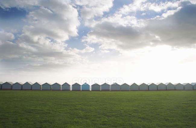 Row of coastal beach huts, Sussex, United Kingdom — Stock Photo